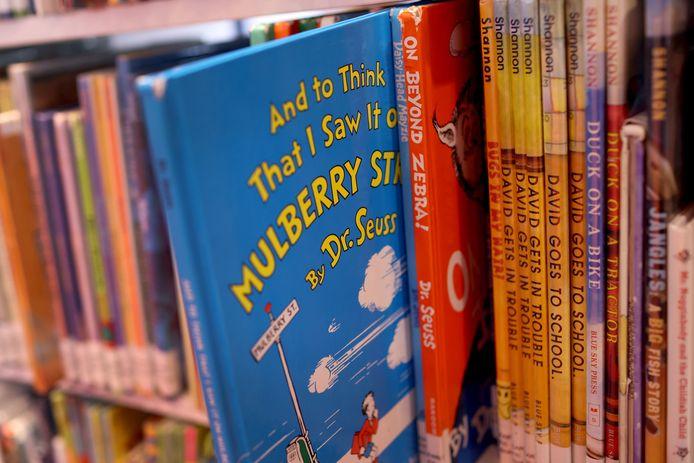 De boeken van Dr. Seuss in een bibliotheek.