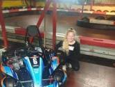 Cindy (14) verkoopt noodgedwongen haar kart vanwege rugafwijking: 'Ze reed rond met pijn'