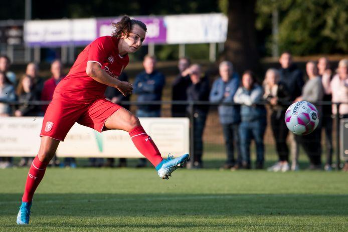 Renate Jansen in actie namens FC Twente Vrouwen. De ploeg staat op de derde plek in de eredivisie.