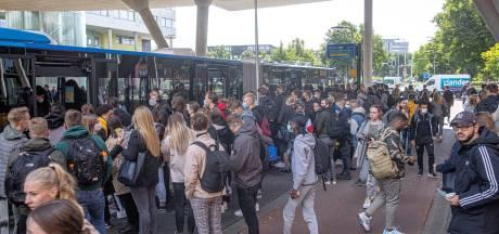 Studenten en ouders klagen over volle Zwolse bussen in corona-tijd: 'Dit is onverantwoord'