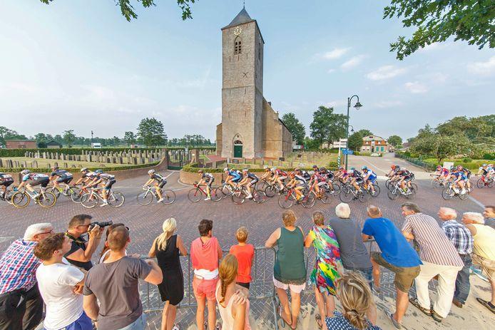Rouveen heeft de primeur van de eerste regionale wielerwedstrijd, maar als gevolg van coronamaatregelen niet in de dorpskern maar buiten het dorp.
