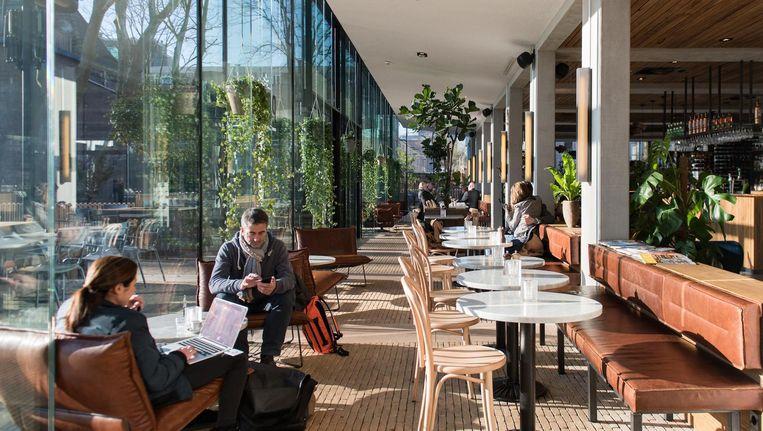 PARK heeft drie gedeeltes: een zithoek, een bistro en een restaurant Beeld Marijke Stroucken