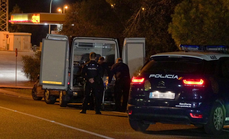 Het lichaam van de geliquideerde man wordt meegenomen voor onderzoek, in de nacht van 3 op 4 december.