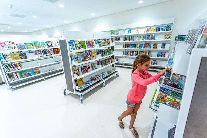 Alles is nog splinternieuw in de nieuwe bibliotheek in Tholen. Sommige boeken hebben nog niet eens een streepjescode.