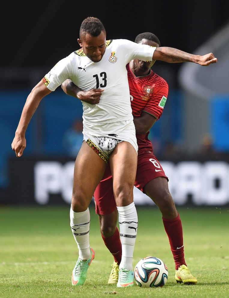 Jordan Ayew (Ghana) strijdt met William Carvalho (Portugal), 2014. Beeld Foto¿s AP, EPA, Getty, Reuters, Empics