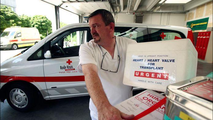 Orgaantransport door het Rode Kruis aan het UZA in Antwerpen.