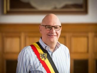Burgemeester Fons Verwimp wordt op 1 januari opgevolgd door Karolien Eens