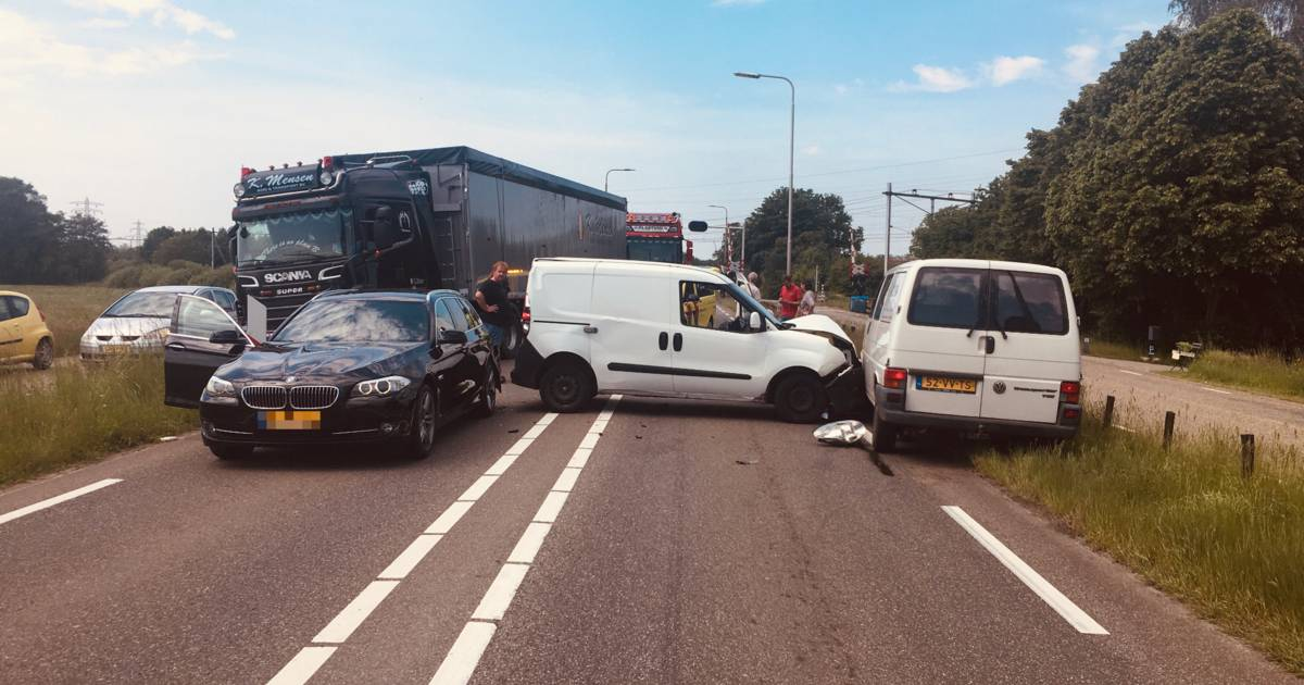 Ongeluk op Hessenweg bij Zwolle zorgt voor lange files.