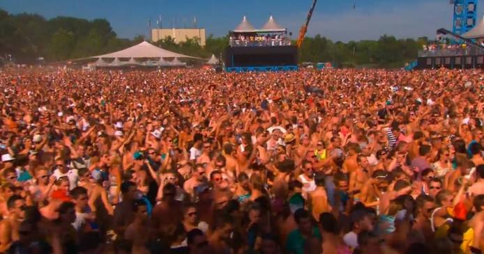 Duizenden danceliefhebbers bezochten Decibel in 2012.