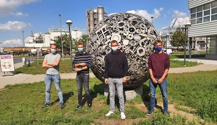 De SIVA-Opleiding geeft minder gekwalificeerde jongeren de kans om via een systeem van deeltijds leren en werken werk te krijgen in de chemische sector in Antwerpen.