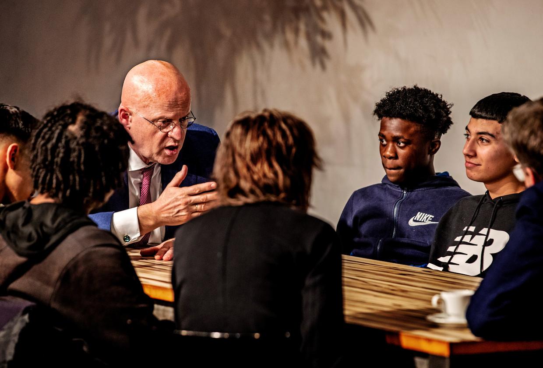 Minister Grapperhaus Op School In Zuidoost: Kluiscontroles