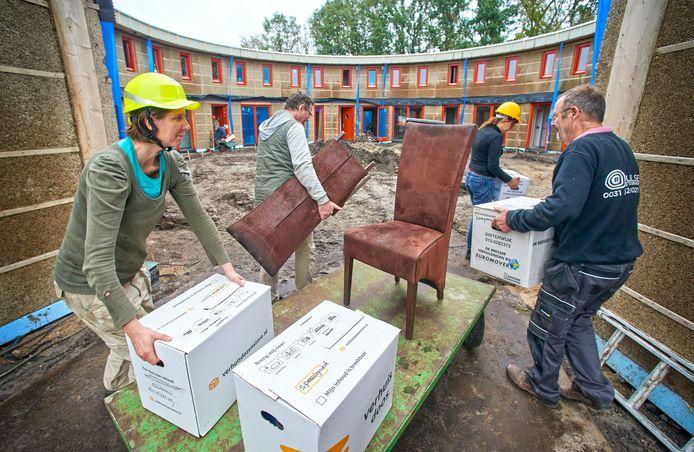 Ad Vlems en zijn vrouw Monique Vissers verhuizen naar het Ecodorp in Boekel.