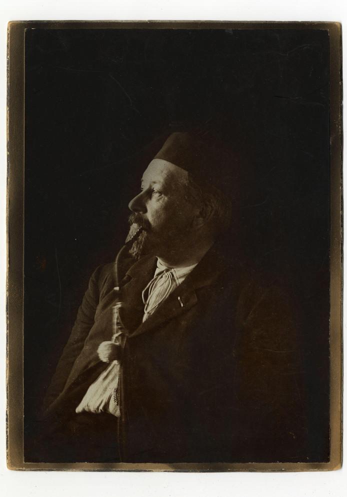 Karakteristieke foto van J.F. Vlekke, suikerdirecteur en sociaal voorvechter.