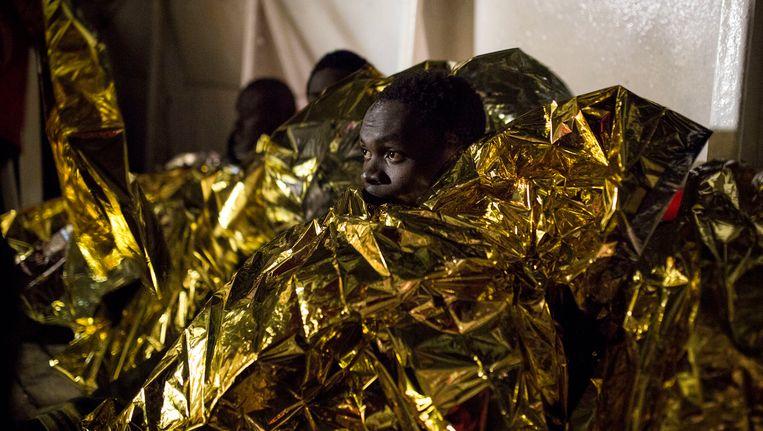 Vluchtelingen aan boord van de Golfo Azzurro (archiefbeeld).