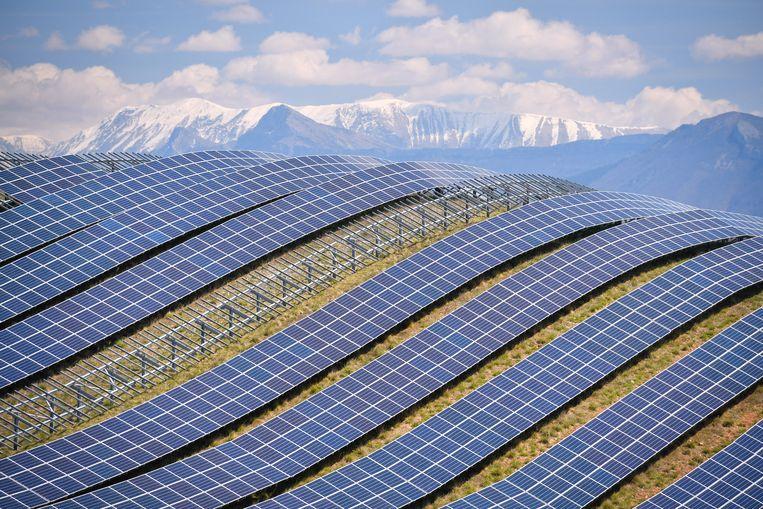 Zonnepanelen in de Franse Alpen. Beeld Hollandse Hoogte / AFP