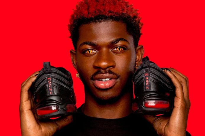 Lil Nas X en z'n Satan Shoes