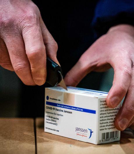 Inenting Janssen-vaccin begint morgen, voordelen wegen op tegen de risico's