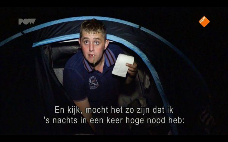 Harry in zijn tent bij het treinstation in Achterblijvers (PowNed) Beeld PowNed