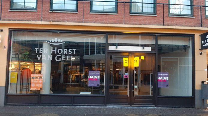 Modezaak Ter Horst Van Geel heeft de etalage leeggeruimd.