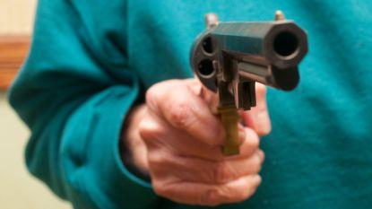 """92-jarige moeder haalt revolver uit kamerjas en schiet zoon dood om niet in rusthuis te belanden: """"Jij pakte mijn leven af, dus ik neem het jouwe"""""""