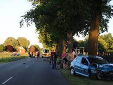 Zwaargewonde bij frontale botsing auto en tractor