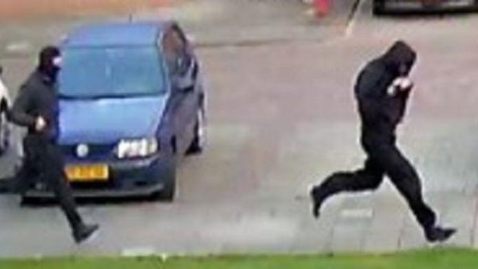 Twee mannen op de desbetreffende locatie in Vlaardingen.