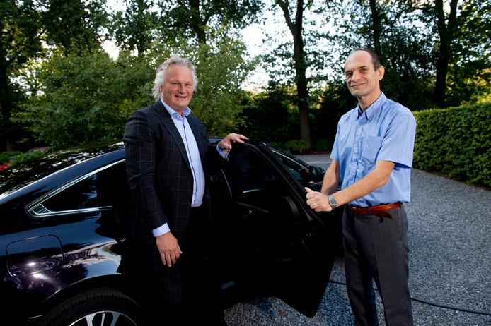 Taxichauffeur Roel Bleumink (rechts) met Pier Eringa, tot dit weekend de grote baas van ProRail.
