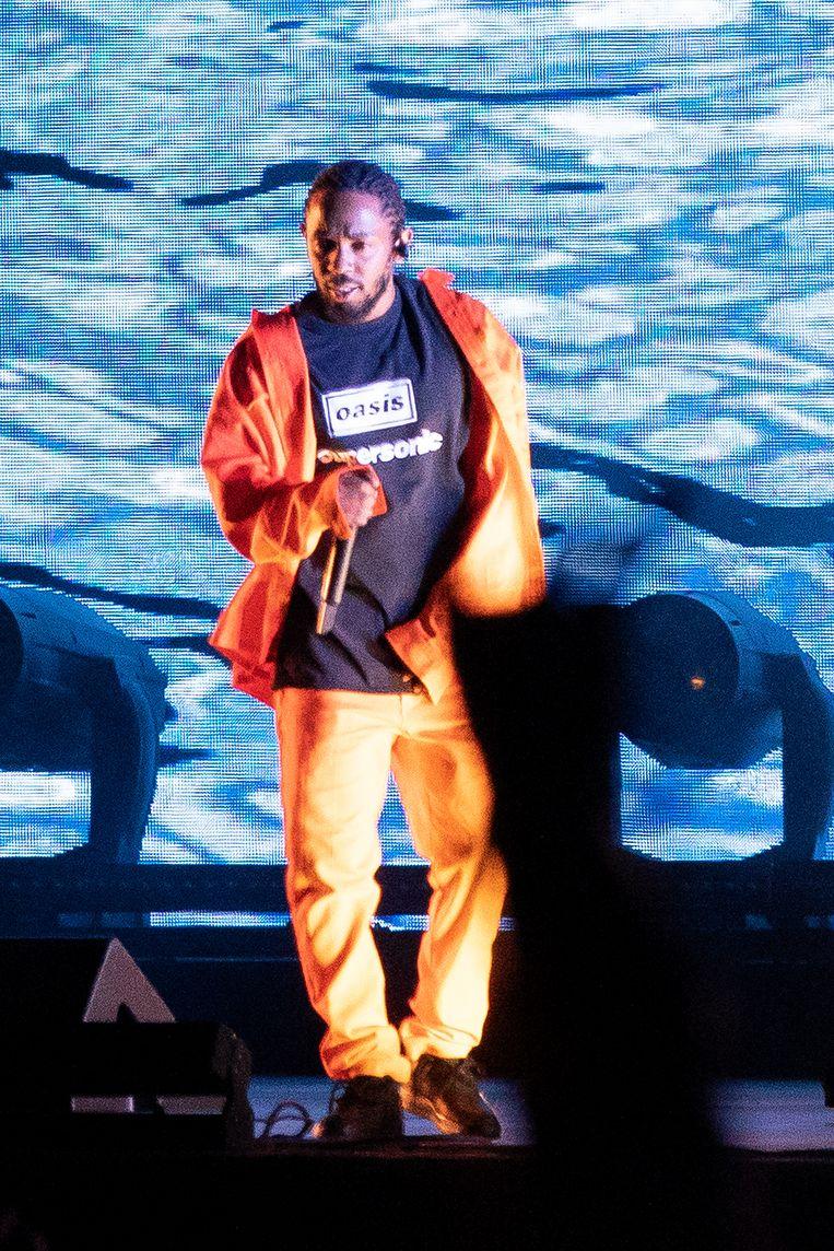 Ook op het Way Out West Festival in Göteborg op 10 augustus droeg 'King Kendrick' zijn Oasis-T-shirt. Beeld BELGAIMAGE