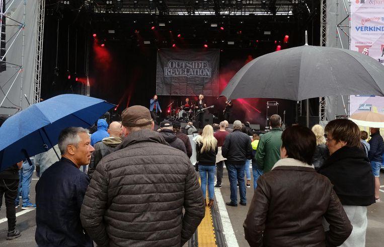 Frietrock: Vorig jaar nog gratis op de Leet (en in regenweer), dit jaar op het Hamiltonpark , maar wel betalend.