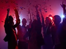 Politie grijpt in bij illegaal feest in oude stal in Heusden: 8 jongeren bekeurd
