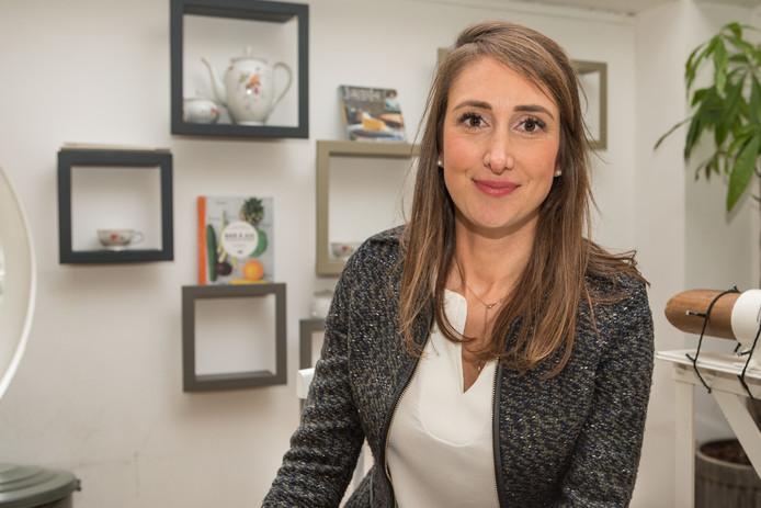 Sophie Rohonyi, 2ème sur la liste DéFI à la Chambre, est l'une des cinq jeunes femmes politiques ayant accepté de témoigner à propos du cyberharcèlement qu'elles subissent.