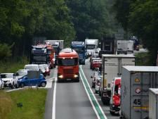 Flinke file na ongeluk met geschaarde auto bij Westerhaar