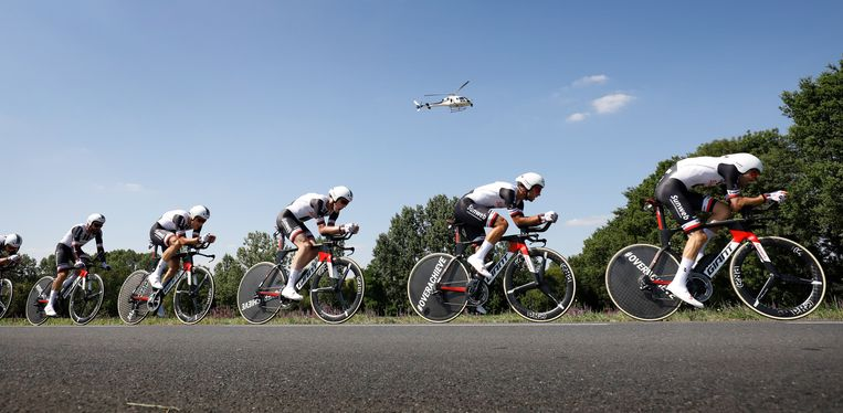 Team Sunweb in actie tijdens de derde etappe van de Tour van 2018, een ploegentijdrit tussen Cholet en Cholet. Beeld ANP