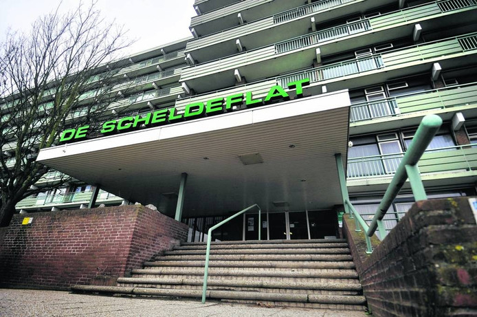 De VVD vindt de Scheldeflat een prima plek voor bewoners van Goudbaard. Stadlander zegt: 'Zorginstelling tanteLouise-Vivensis huurt deze flat van ons. We hebben er niks over te zeggen.'