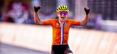 Van Vleuten dacht dat ze goud had gewonnen: 'Ruud, ik had het mis'