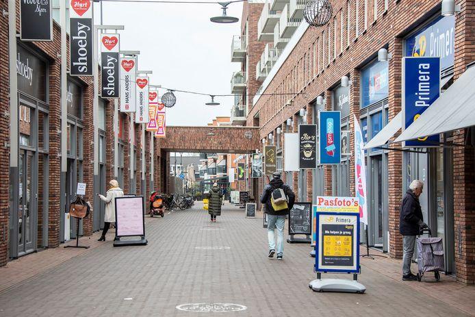 Lege winkelstraten, zoals hier in 's Gravenzande, dreigen doordat veel winkeliers de lockdown niet overleven, stelt Inretail.
