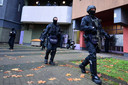 Bij de politieactie van 17 november waarbij drie verdachten werden opgepakt, kreeg de politie de hulp van zwaarbewapende speciale eenheden.