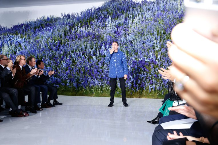 Raf Simons trok in oktober de deur achter zich dicht bij Dior. De eerste van een hele reeks grote veranderingen in de sector. Beeld getty