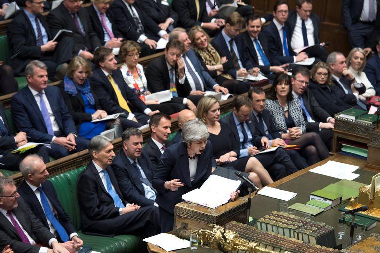 Theresa May spreekt in het parlement. Beeld Reuters