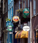 Bierreclames bij kroegen in Amsterdam. Ter illustratie.