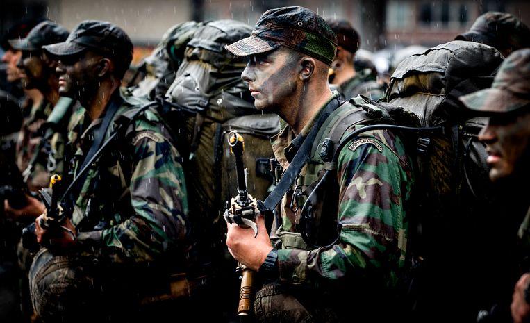 Mariniers-in-opleiding ontvangen hun baret na het afronden van hun opleiding. Beeld ANP