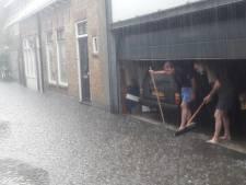 Delftenaren meten wekenlang regen in hun eigen buurt
