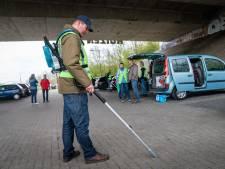 Arnhem heeft een nieuw wapen tegen zwerfafval: de peukenzuiger: 'Nu zijn we net ghostbusters'