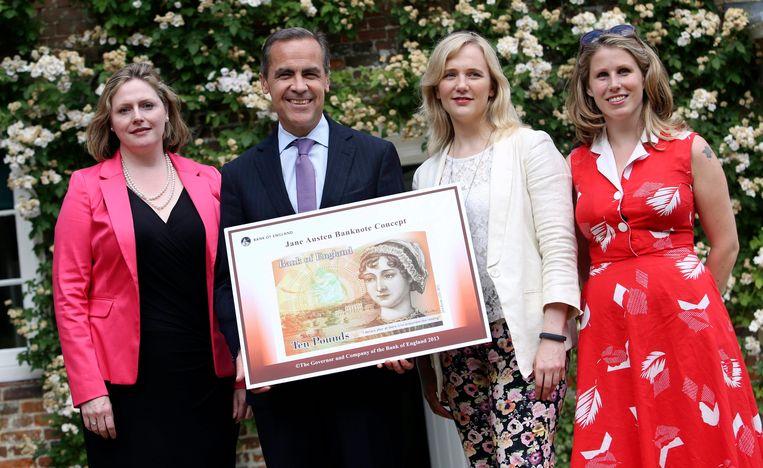 Caroline Criado Perez (r.) slaagde er in 2013 in om Jane Austen op het 10 pondbiljet te krijgen in Groot-Brittannië. Beeld EPA