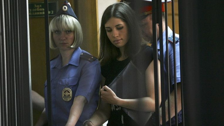 Nadezjda Tolokonnikova eind juli in een rechtbank in Saransk, 640 km ten zuidoosten van Moskou. Beeld ap