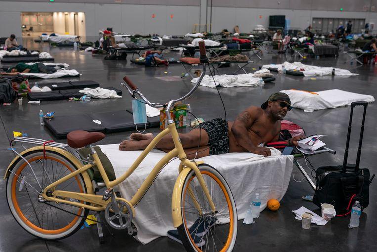 Een 'cooling center' in een congreshal in Portland, waar inwoners kunnen schuilen voor de hitte. Beeld Getty