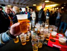 Voetbalclubs zijn strenger op alcoholverbod aan 18-minners