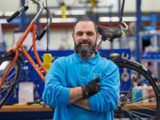 Statushouder Mouayad in Zutphen voor het eerst in vaste dienst: 'Belofte eindelijk uitgekomen'