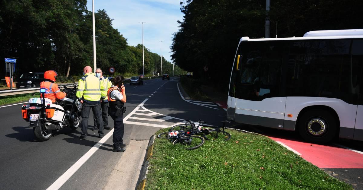 Weer ernstig ongeluk tijdens verkenning WK: Oostenrijkse wielrenster aangereden door bus.