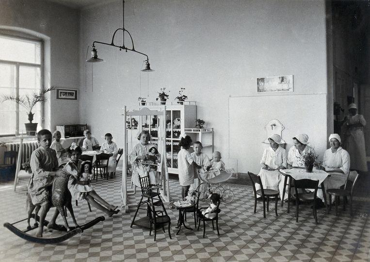 Kinderziekenhuis in Wenen, 1921. Vanuit hier stuurde Hans Asperger vele kinderen naar hun dood in een nazikliniek.  Beeld Creative Commens Wellcome Library